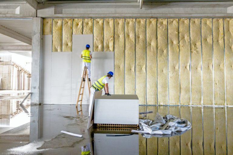 two men installing plasterboards