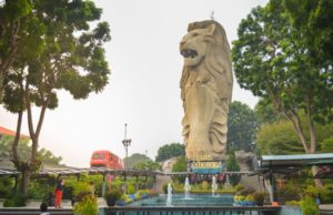 merlion statue in sentosa singapore